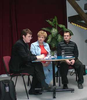 Anne Fellner, Elisabeth Alter und Jörg Vogelsänger als Gesprächspartner der Podiumsdiskussion