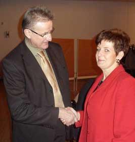 Fraktionsvorsitzende Elke Wagner ist eine der ersten Gratulanten